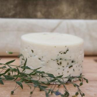 Ser kozi Chruśniakowy Młody z orzechem włoskim 300g