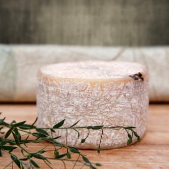 Ser kozi Chruśniakowy Dojrzały z orzechem włoskim 500g